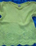 seledynowy sweterek z ażurowym wzorem...