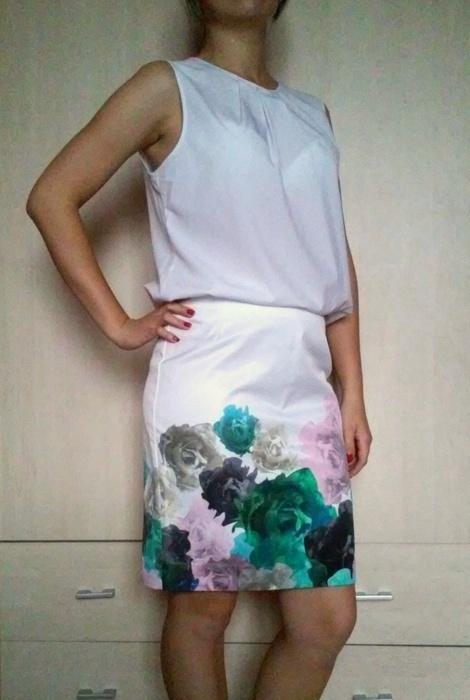 Spódnice Biała spódnica tuba tulipan w kwiaty kwiatki H&M