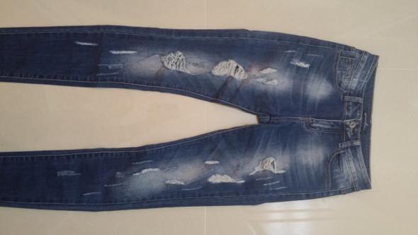 Spodnie jeansowe z dziurami S...