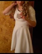 Biała rozkloszowana sukienka rękaw 3 4