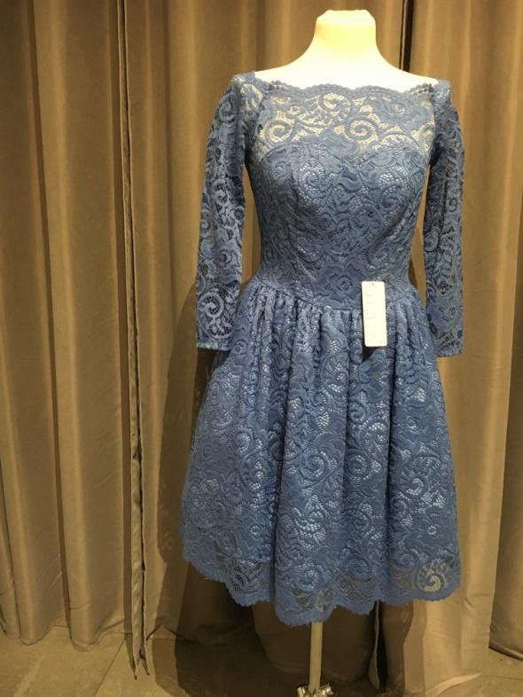 Sukienka niebieska koronkowa r40...