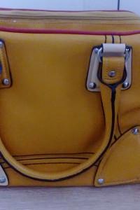 Duża solidna żółta torba podróżna