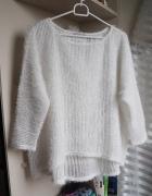 Biały włochaty sweterek uniwersalny Orsay...