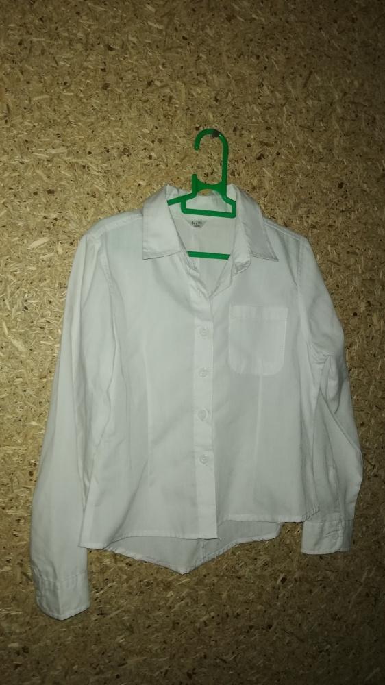 Biała elegancka koszula z kołnierzykiem 122 cm