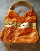 Pomarańczowa torebka z motywami złotymi...