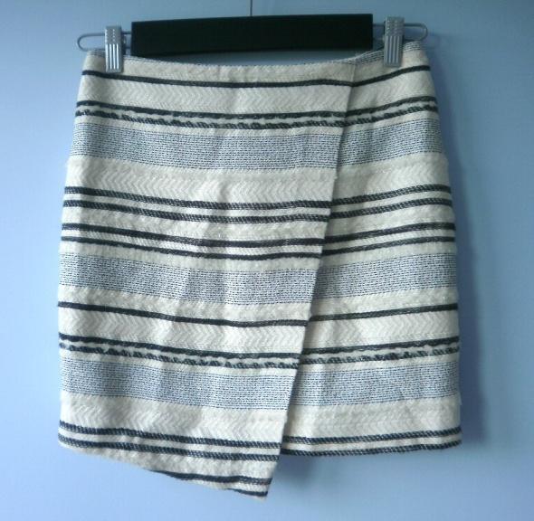 Spódnice HM spódnica zakładka asymetryczna paski wełna
