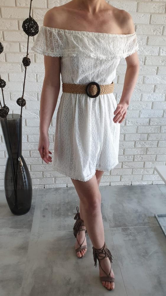 Koronkowa sukienka Stradivarius