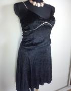 Czarna welurowa asymetryczna sukienka...