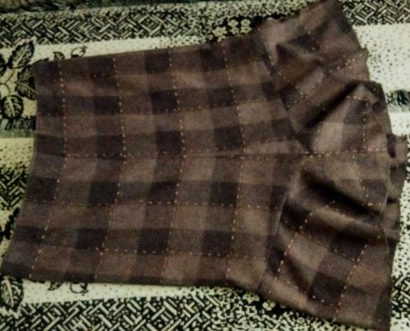 Spódnice Fajna spódniczka o długości midi z rozcięciem