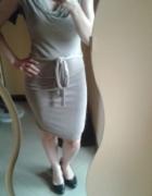 Dopasowana sukienka nude brąz lejący dekolt XS SM