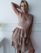 Sukienka beżowa koronkowa gipiura