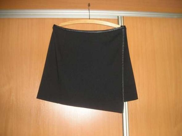 Spódnice Asymetryczna spódniczka z eco skórką 38 Yessika