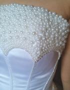 jedyna w swoim rodzaju suknia z perełkami