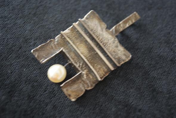 Srebrna artystyczna zawieszka z perłą
