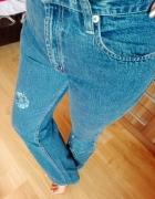 Jeansy z haftem mom fit GAP rozszerzane nogawki...