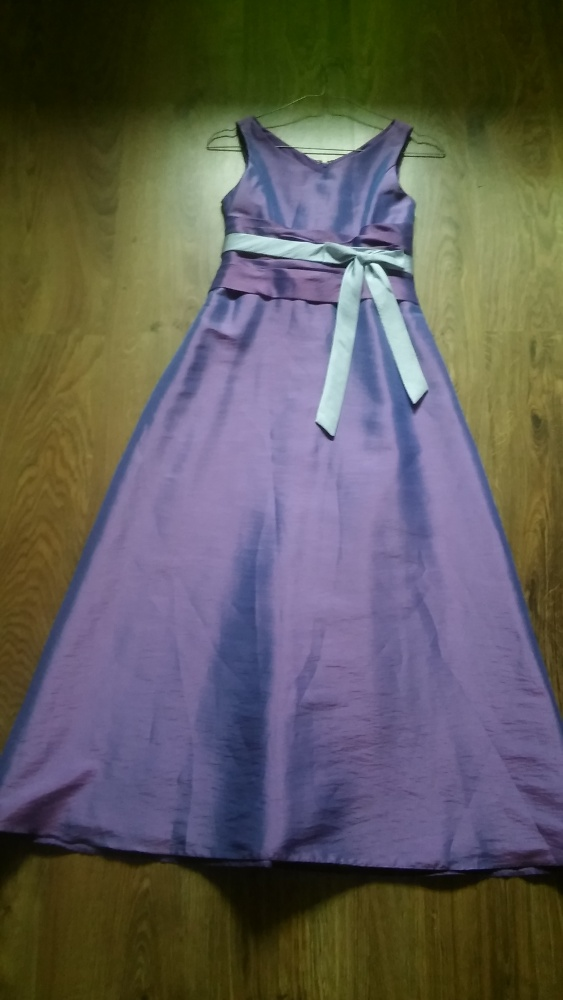 Piękna długa suknia fiolet wesele
