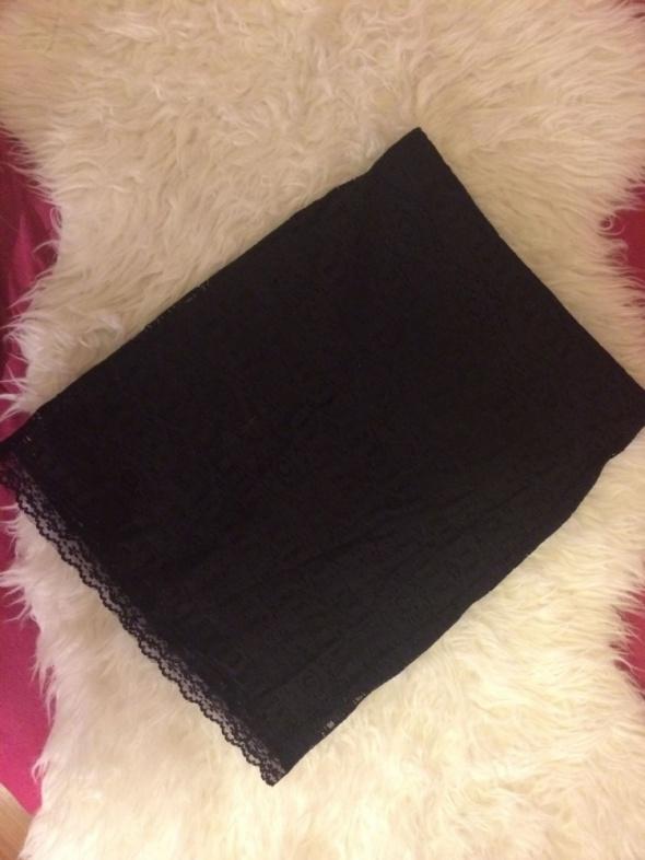 Czarna elegancka krótka mini spódniczka spódnica koronkowa koronka