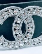 Elegancka broszka cc srebrna duże cyrkonie styl chanel...