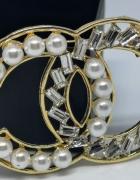 Elegancka duża broszka cc perły kryształki styl chanel...