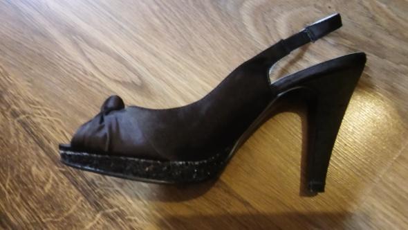 Czarne sandały na platformie z brokatem 37...