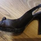 Czarne sandały na platformie z brokatem 37