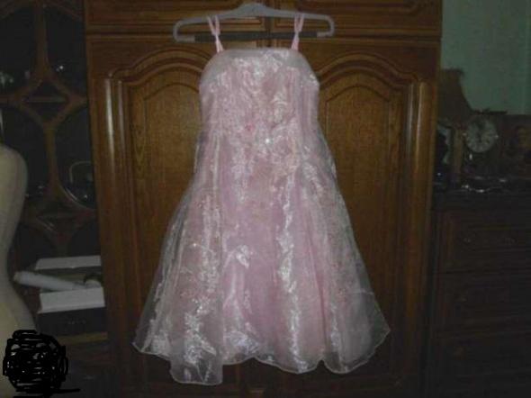 Różowa suknia haftowana 6 lat...
