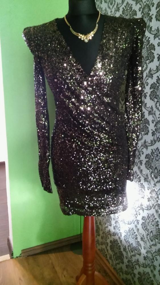 Suknie i sukienki Błyszczaca sukienka bufki dekolt 36