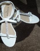Nowe białe sandałki 36
