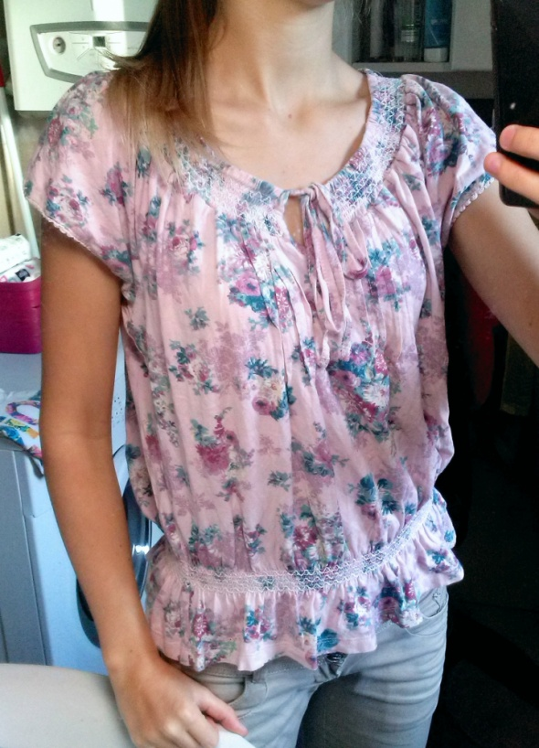 Bluzki koszulka w kwiaty z gumeczką