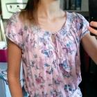koszulka w kwiaty z gumeczką