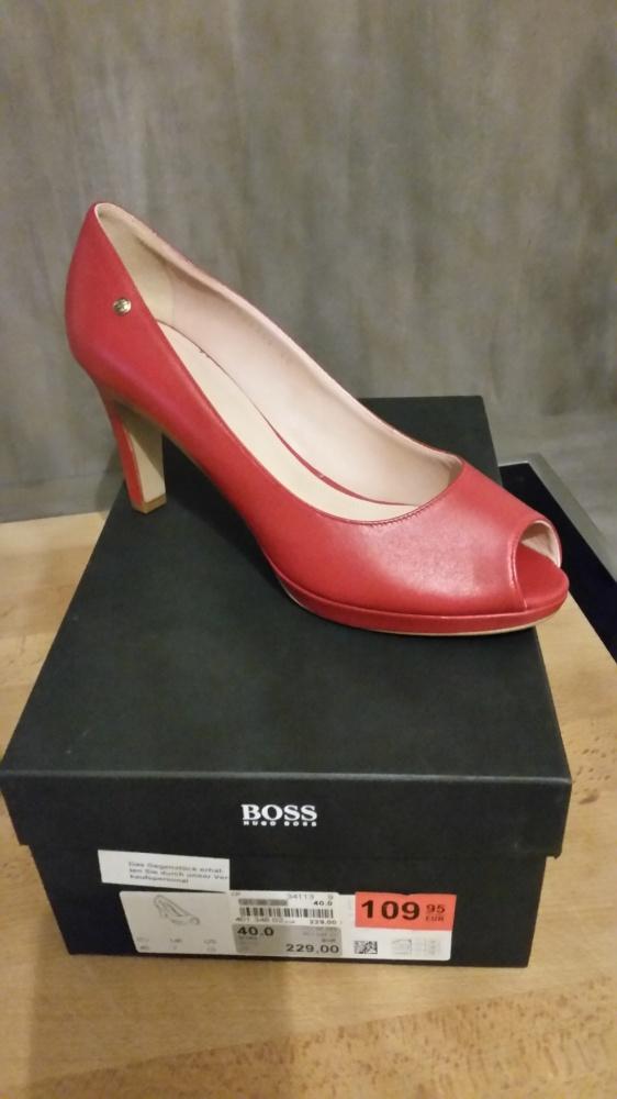 Nowe czerwone czółenka marki Hugo Boss...