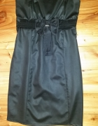 Czarna sukienka klasyczna...