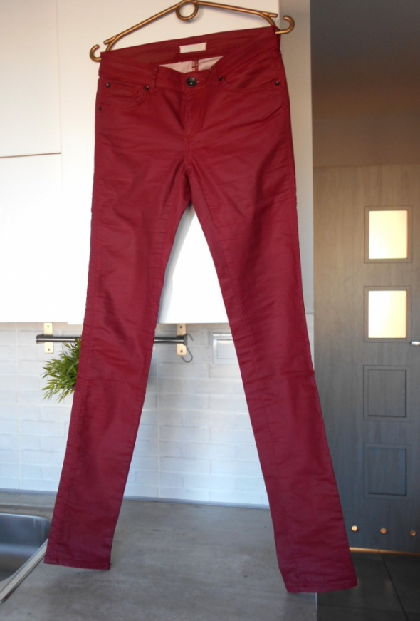 Spodnie Promod czerwone woskowane rurki spodnie