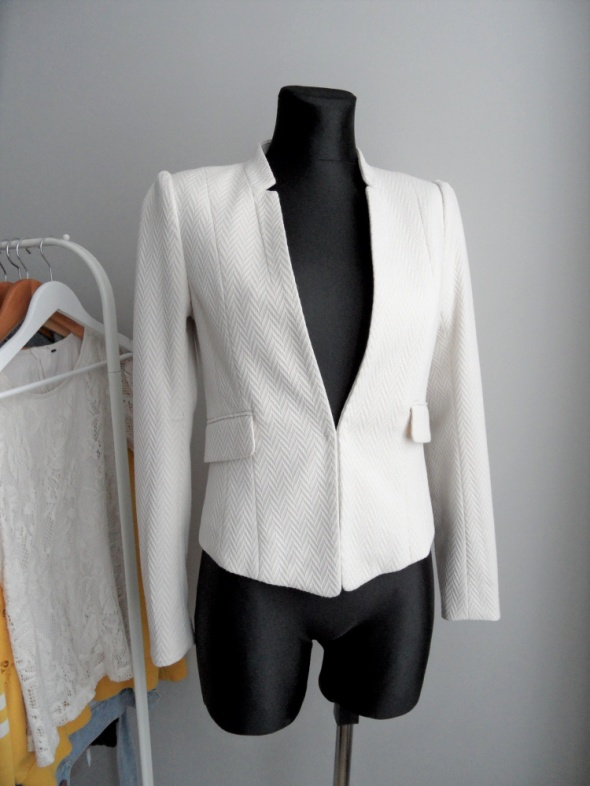 Biały klasyczny żakiet jodełka H&M