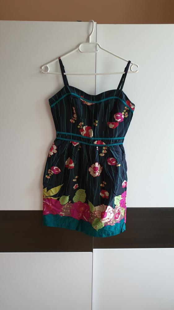Letnia kwiecista sukienka xS