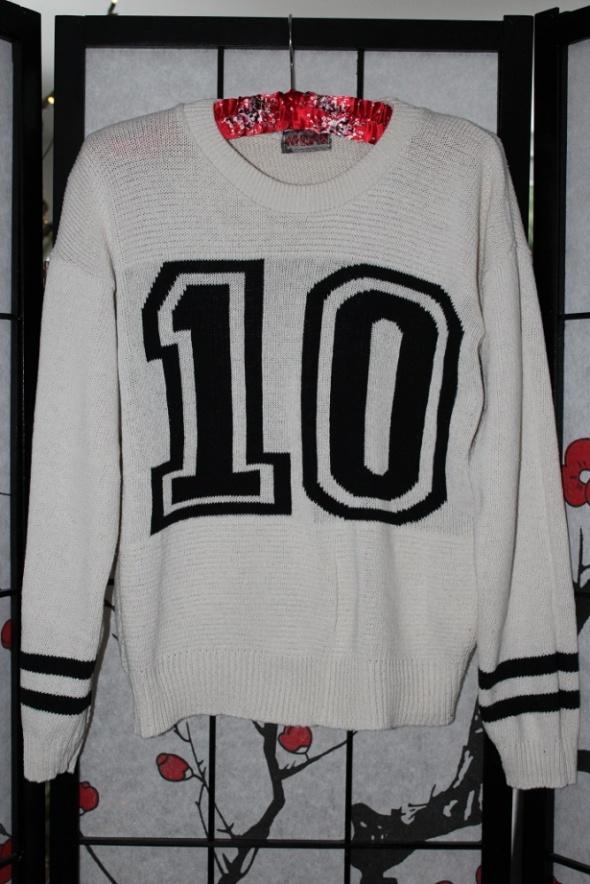 sweter krótki beżowy modny bluzka beż
