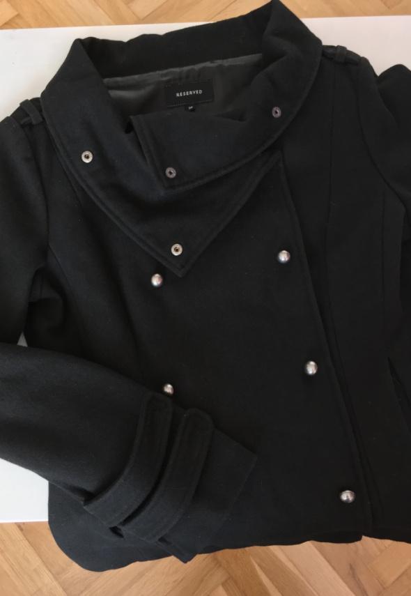Czarna kurtka Reserved...