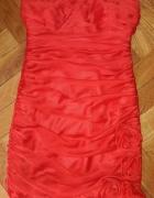 Czerwona sukienka Carina S z różyczkami...