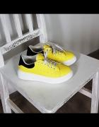 Żółte sportowe...
