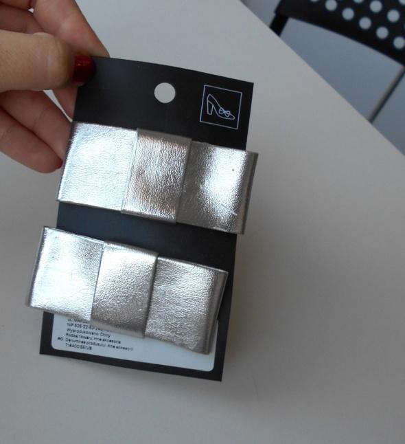 HM nowe przypinki do butów kokardki srebrne