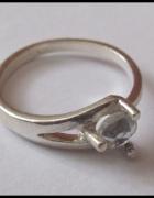 Srebrny pierścionek z cyrkonią próba 925...