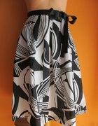 Biało czarna spódnica...