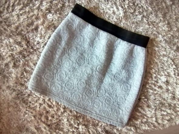 Spódnica mini szara wytłaczany wzór dopasowana XS S...