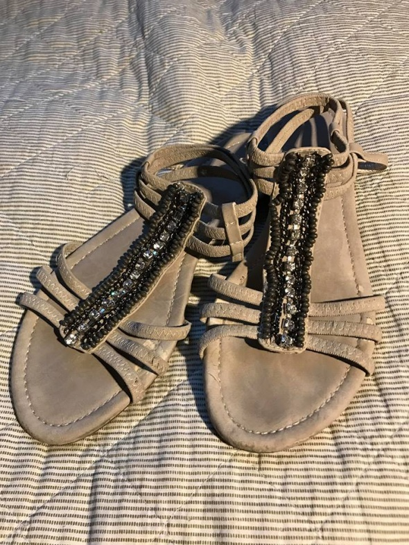 Sandałki nude