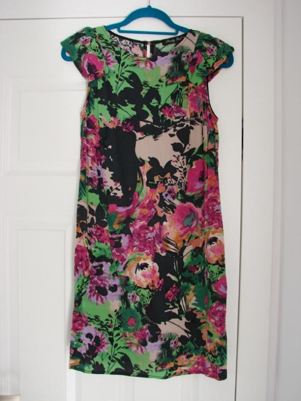 Przewiewna letnia sukienka w kwiaty