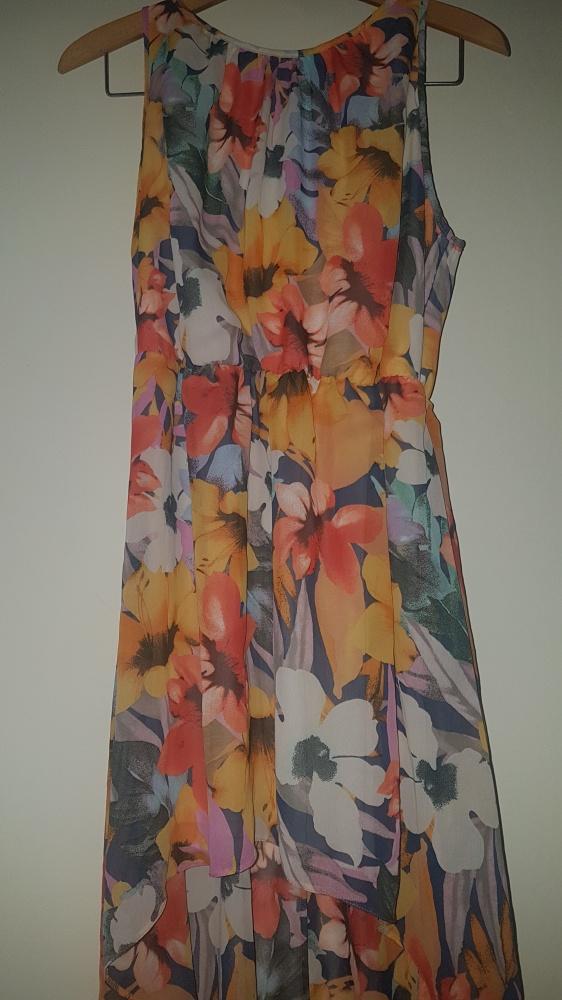 Sukienka w kwiaty krótki przód długi tył