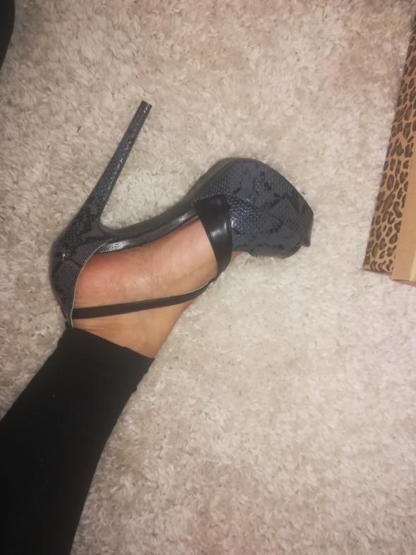 Sandały Sandały na obcasie nowe