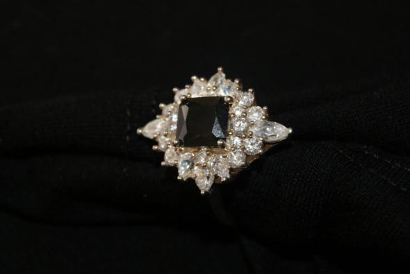 Duży srebrny koktailowy pierścionek