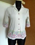 Biała bluzeczka M C z kolorowym motywem M Polecam