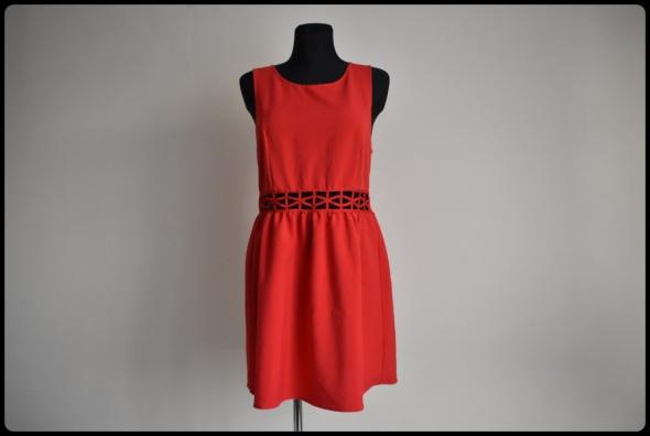 Świetna czerwona sukienka H&M z wycięciami na brzuchu 42 XL...